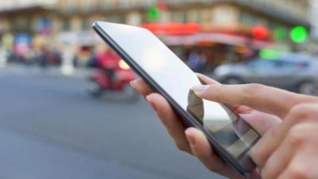 Diez trucos para aumentar la vida de tu «smartphone» y evitar que te lo «hackeen»