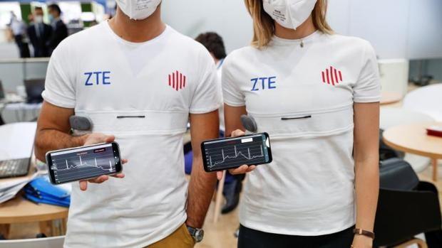 Desde teléfonos híbridos hasta auriculares escondidos en perlas: los 'gadgets' más interesantes del MWC21