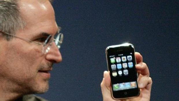 De la innovación de Jobs a la familia numerosa de Cook: los cambios del iPhone a lo largo de los años