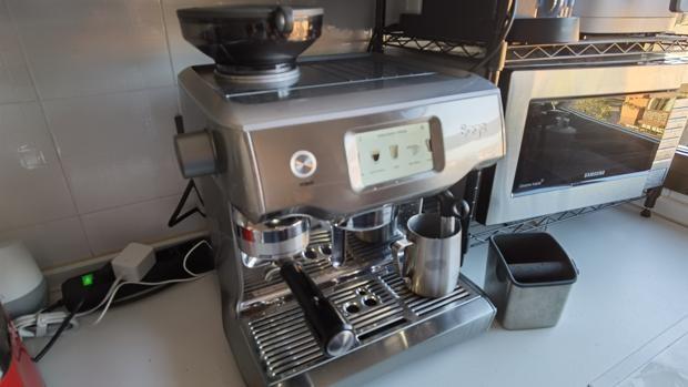 Tres semanas probando The Oracle Touch: una cafetera igual que la de cualquier bar