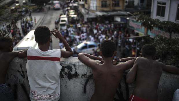 Favelas, drogas y turistas: así funcionan los tours que enseñan la pobreza