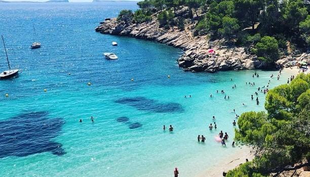 La Cala Salada de Ibiza, una de las playas más populares en la famosa red social