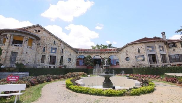 Vista de la villa Phi Anh de Dalat, al sur de Vietnam, conocida como la casa española por su estilo arquitectónico y donde vivió una de las concubinas de Bao Dai, el último emperador de Vietnam.