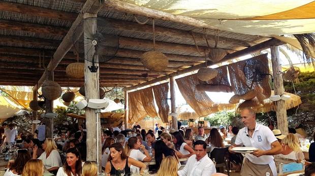 Hora de comer en Beso Beach, en Formentera