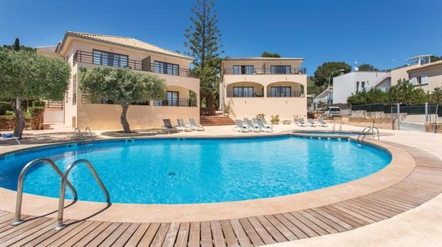 Zona de piscina del Son Dona Hotel